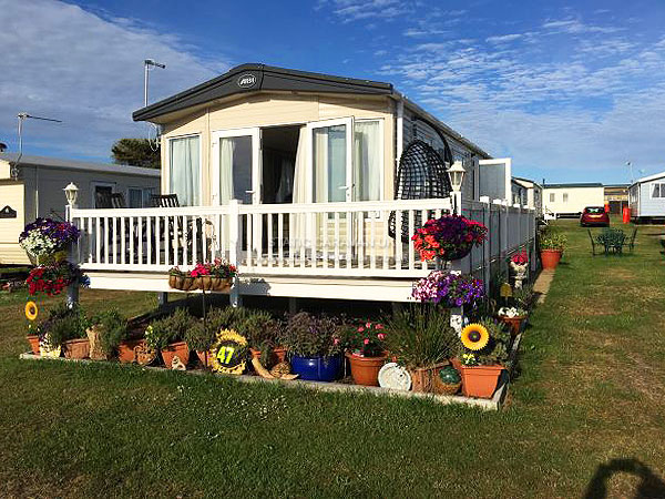 UK Private Static Caravan Holiday Hire at Caister on Sea, Great Yarmouth, Norfolk