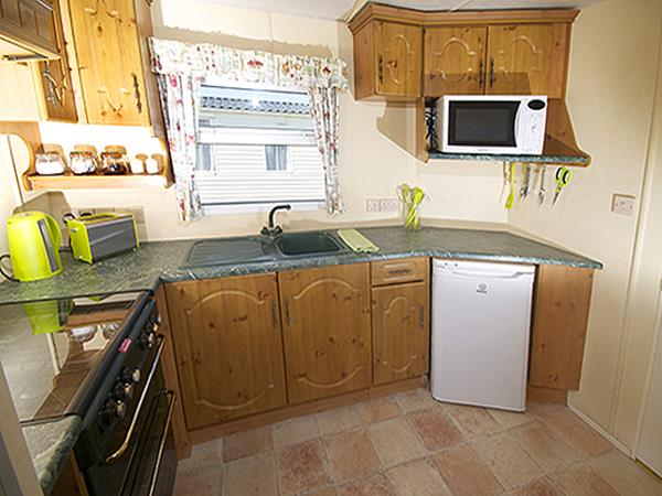Elegant Spacious 2 Bedroom 30ft X 10ft Clean Static Caravan For Hire At Windy
