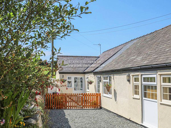 UK Private Static Caravan Holiday Hire at Garnedd Isaf, Rhosgoch, Isle Of Anglesey, North Wales