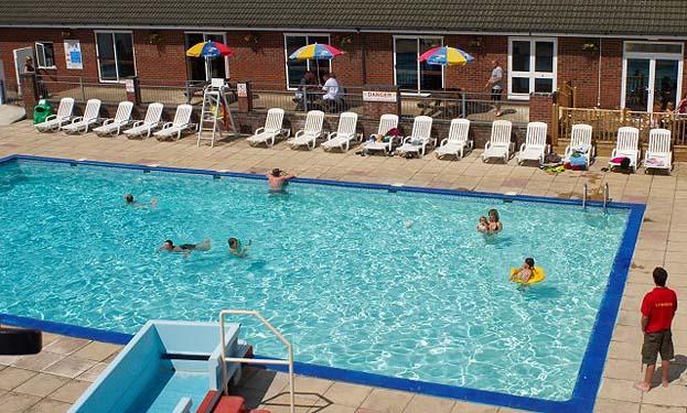 Breydon water static caravan holiday park hire - Great yarmouth swimming pool times ...