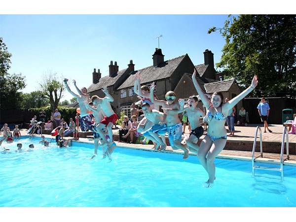 Callow top static caravan holiday park hire for Alton swimming pool opening times