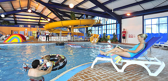 West bay static caravan holiday park hire - Dorset holiday cottages with swimming pool ...